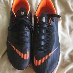 Nike soccer cleats size 10